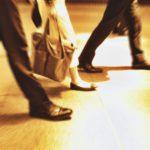 ビジネスシューズ(革靴)にインソールを入れると歩きやすく、疲れにくい快適なシューズに変貌!